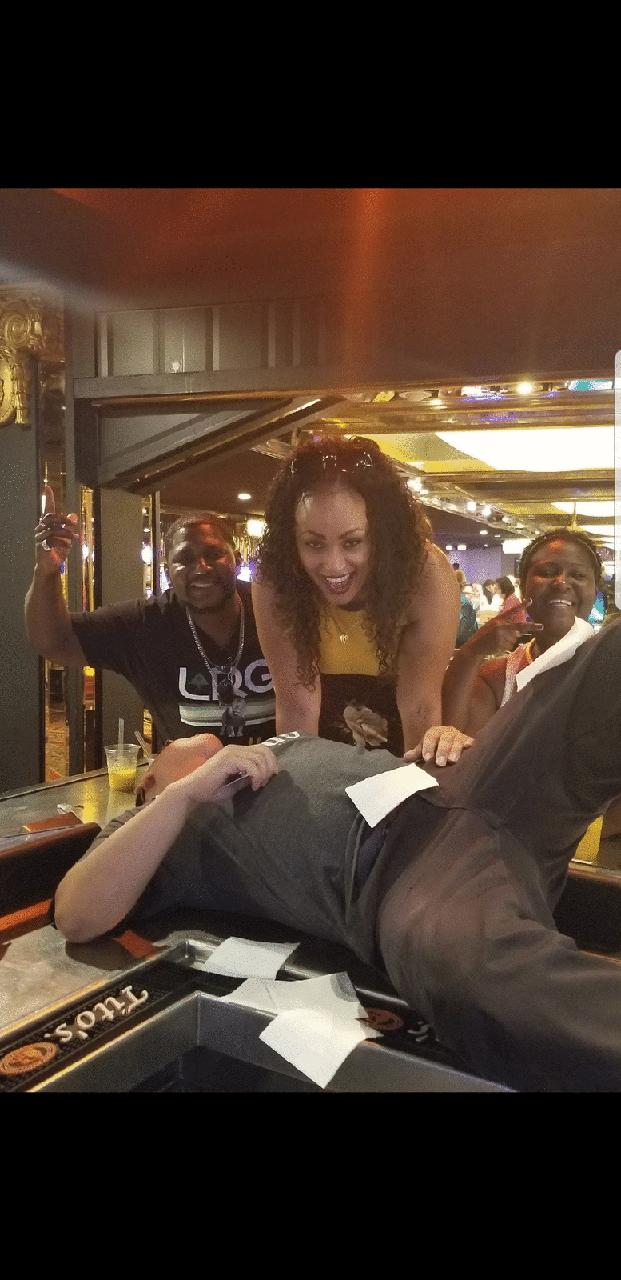 Vince Neil bar #whatagoodtime#Martin the bartender #