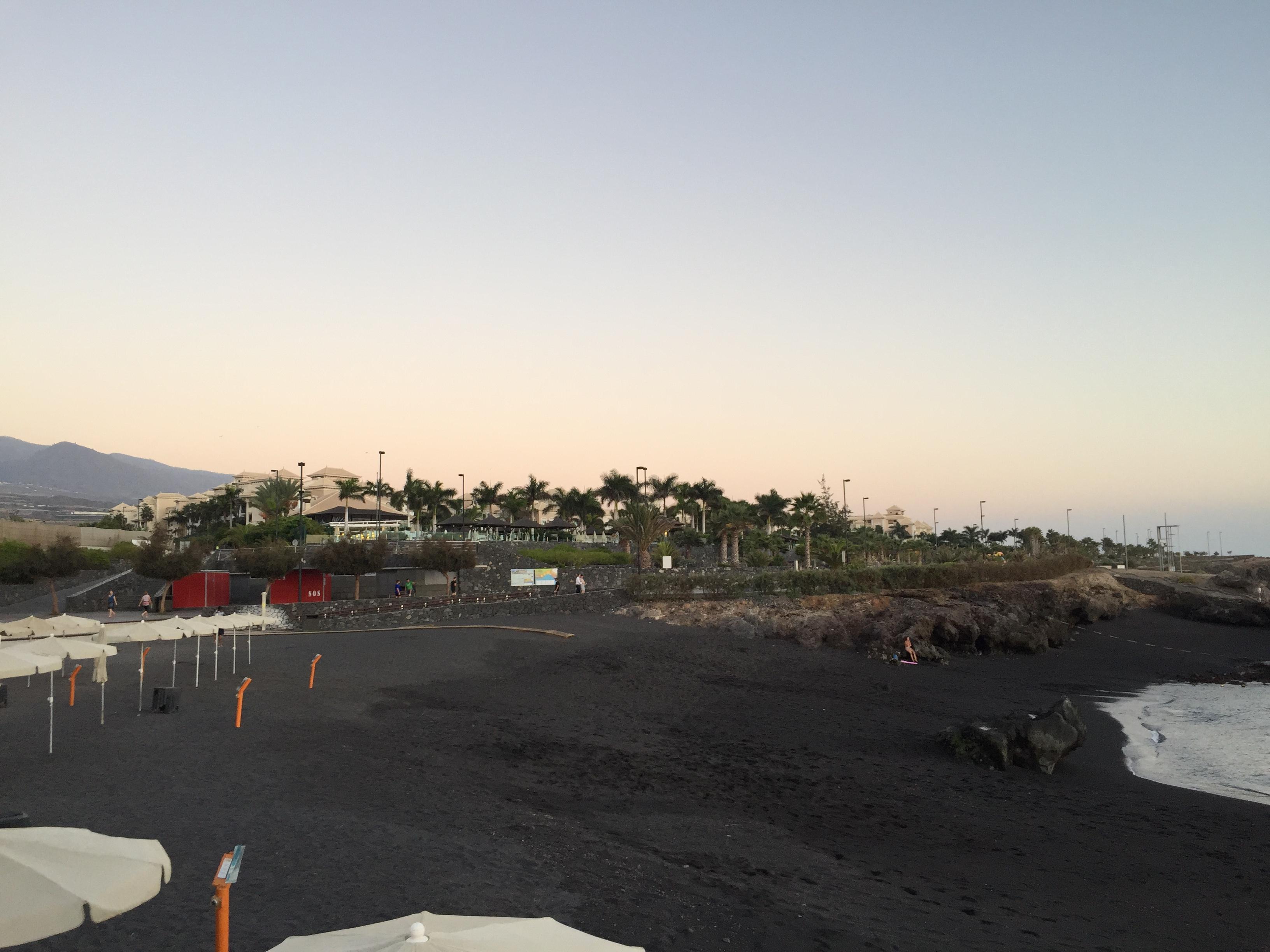 Sicht vom Strand auf die Hotelanlage