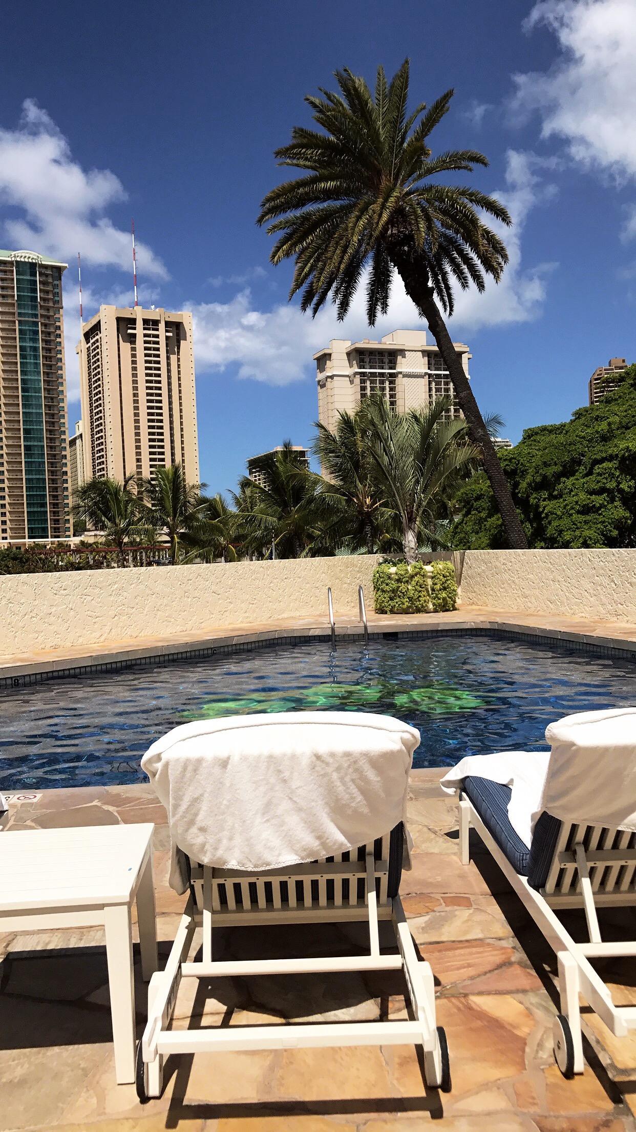 Luana's pool side 👍🏻