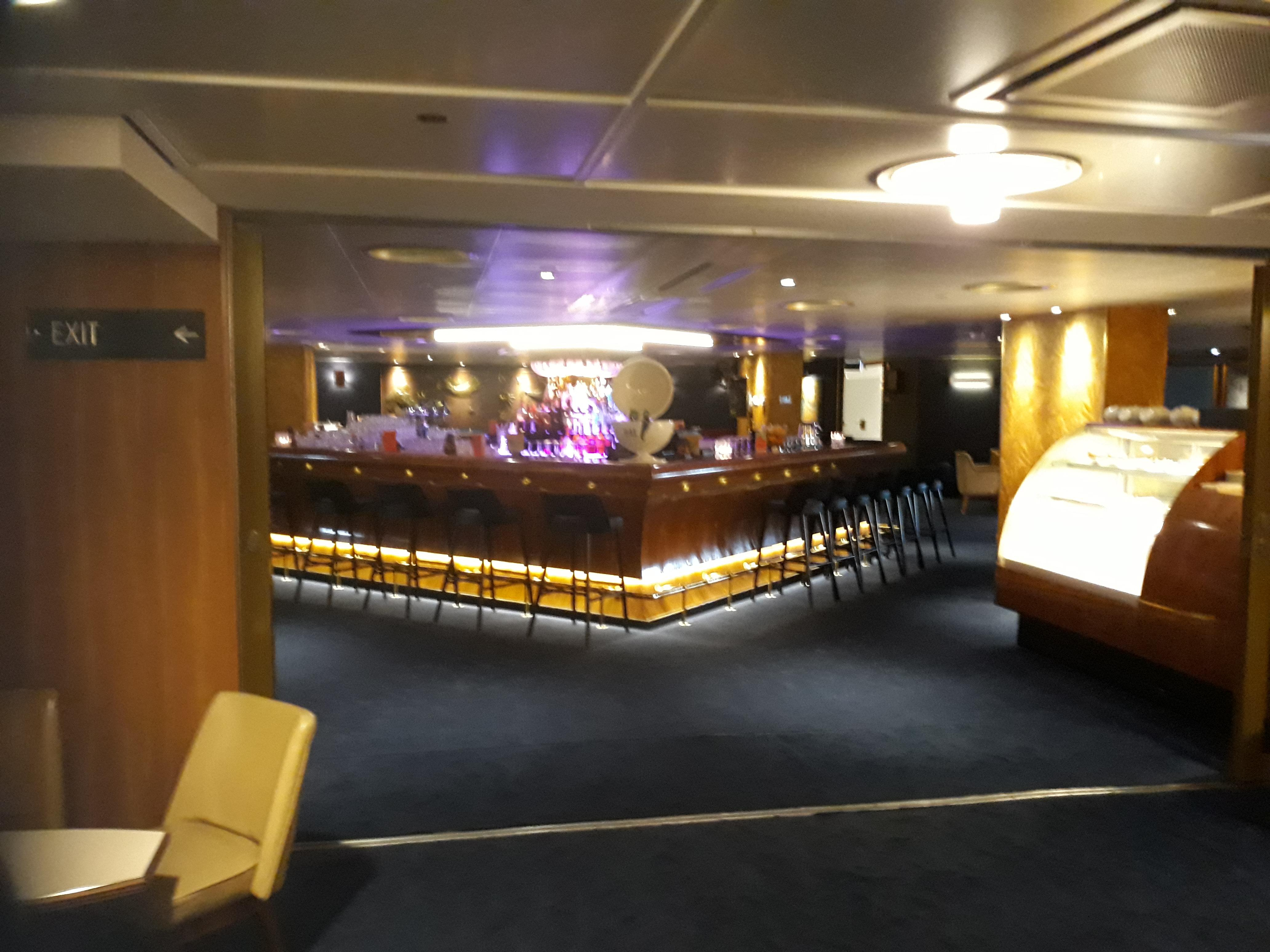 A great place to enjoy a Gin and tonic on the SS Rottetdam
