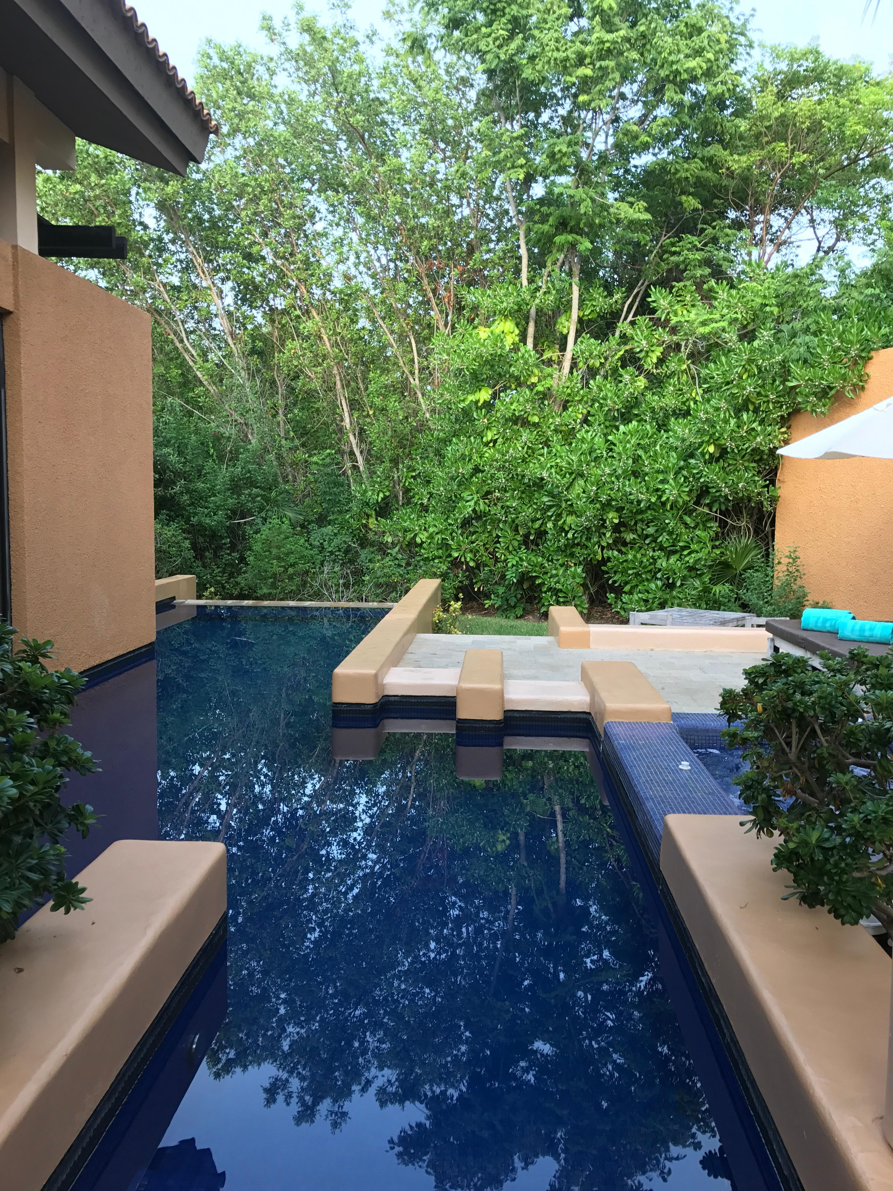 Villa pool & Jacuzzi