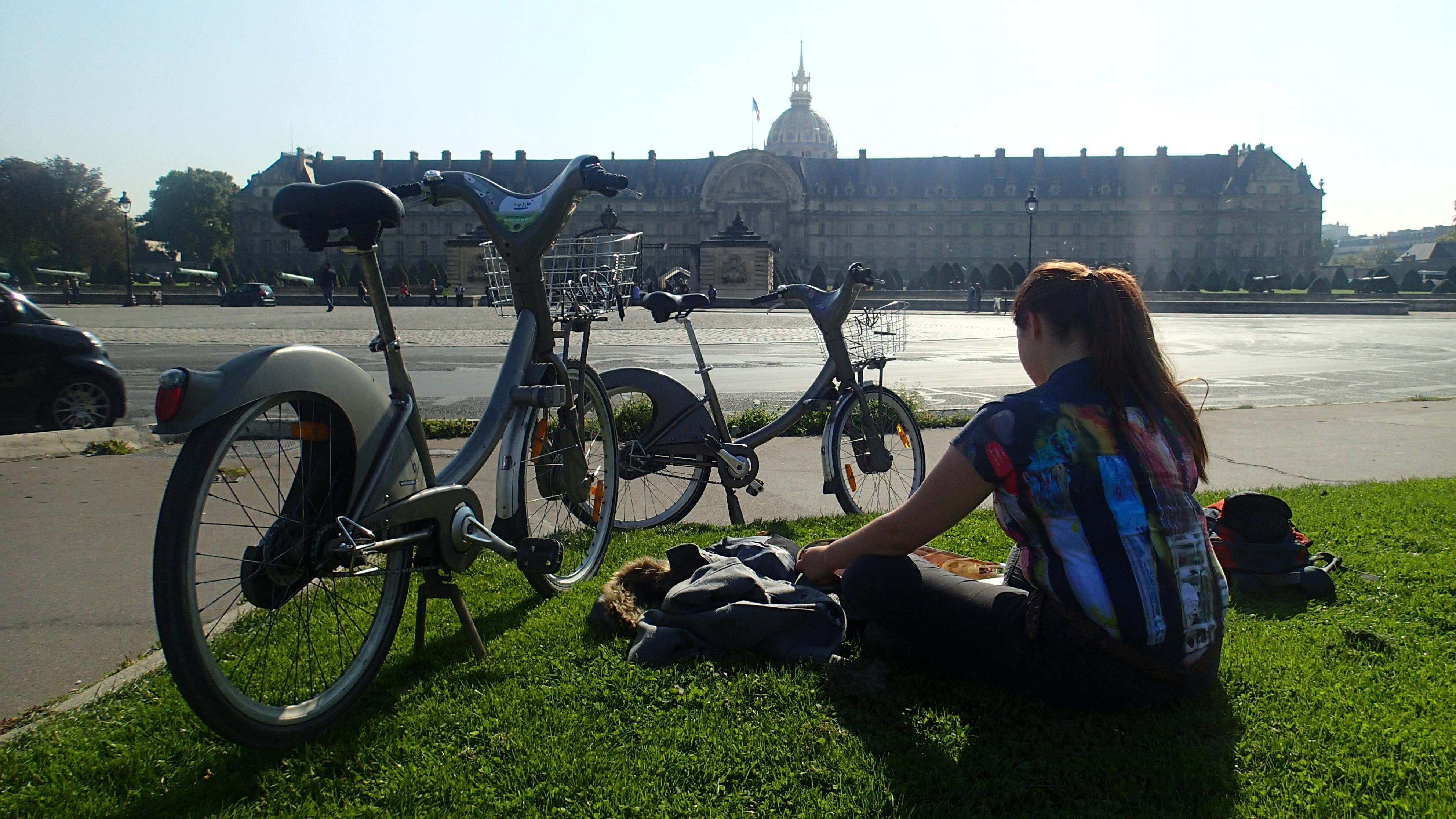 Veli-b bikes a must, as HPLB is far from all attractions, except Montmartre