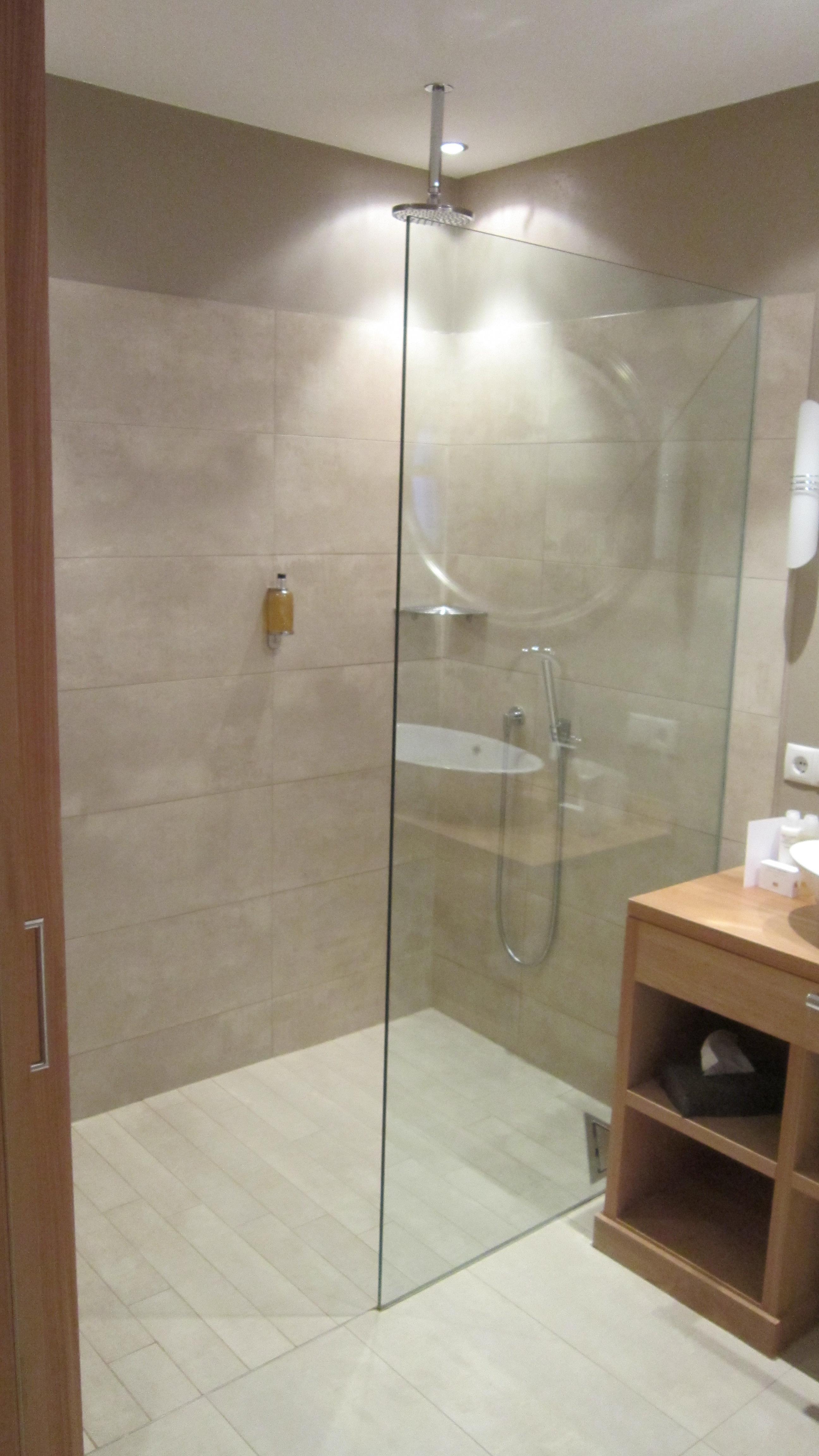 Bad mit Dusche   Bad