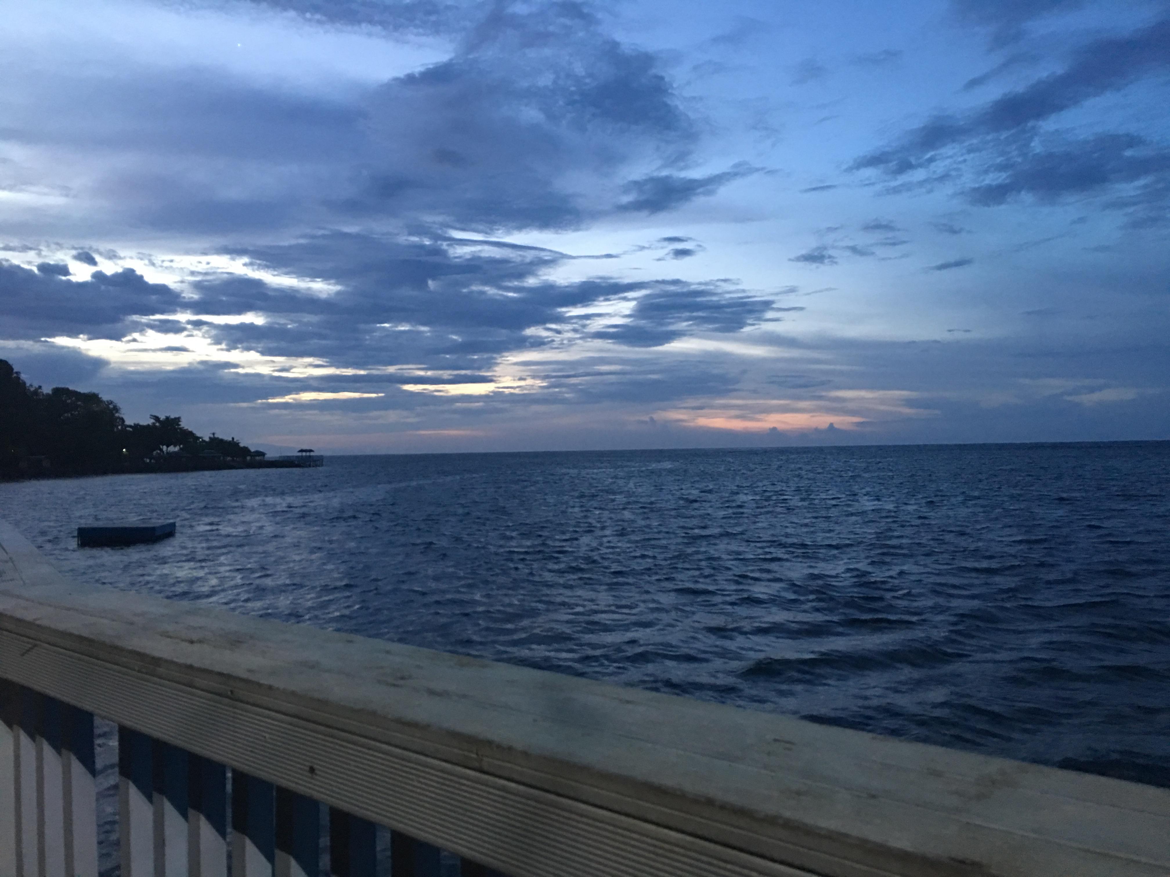 Amazing sunset at LeUaina