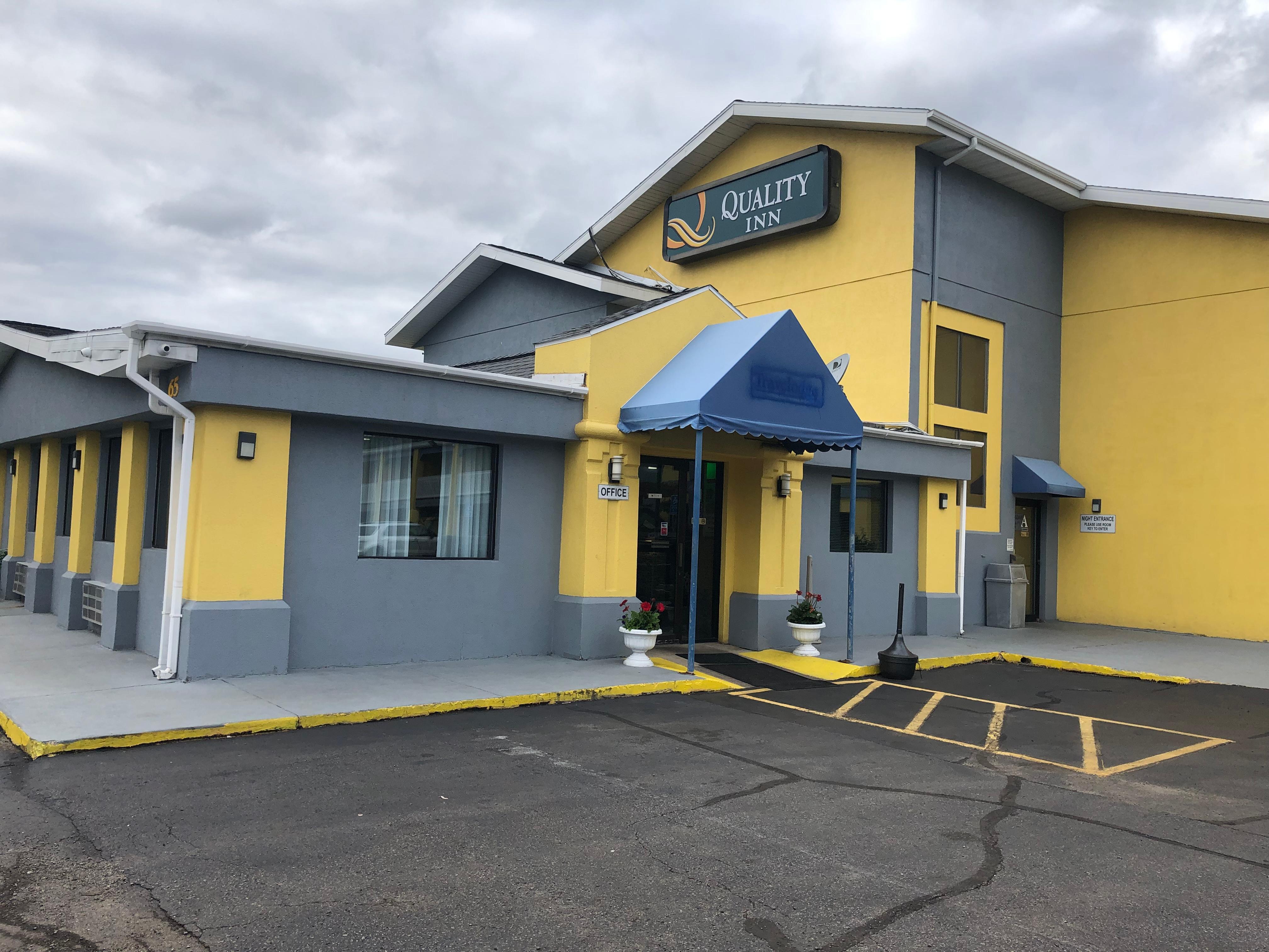 Baymont Inn & Suites Grand Rapids SW- Tourist Class Byron Center ...