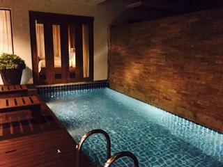 Grand villa pool