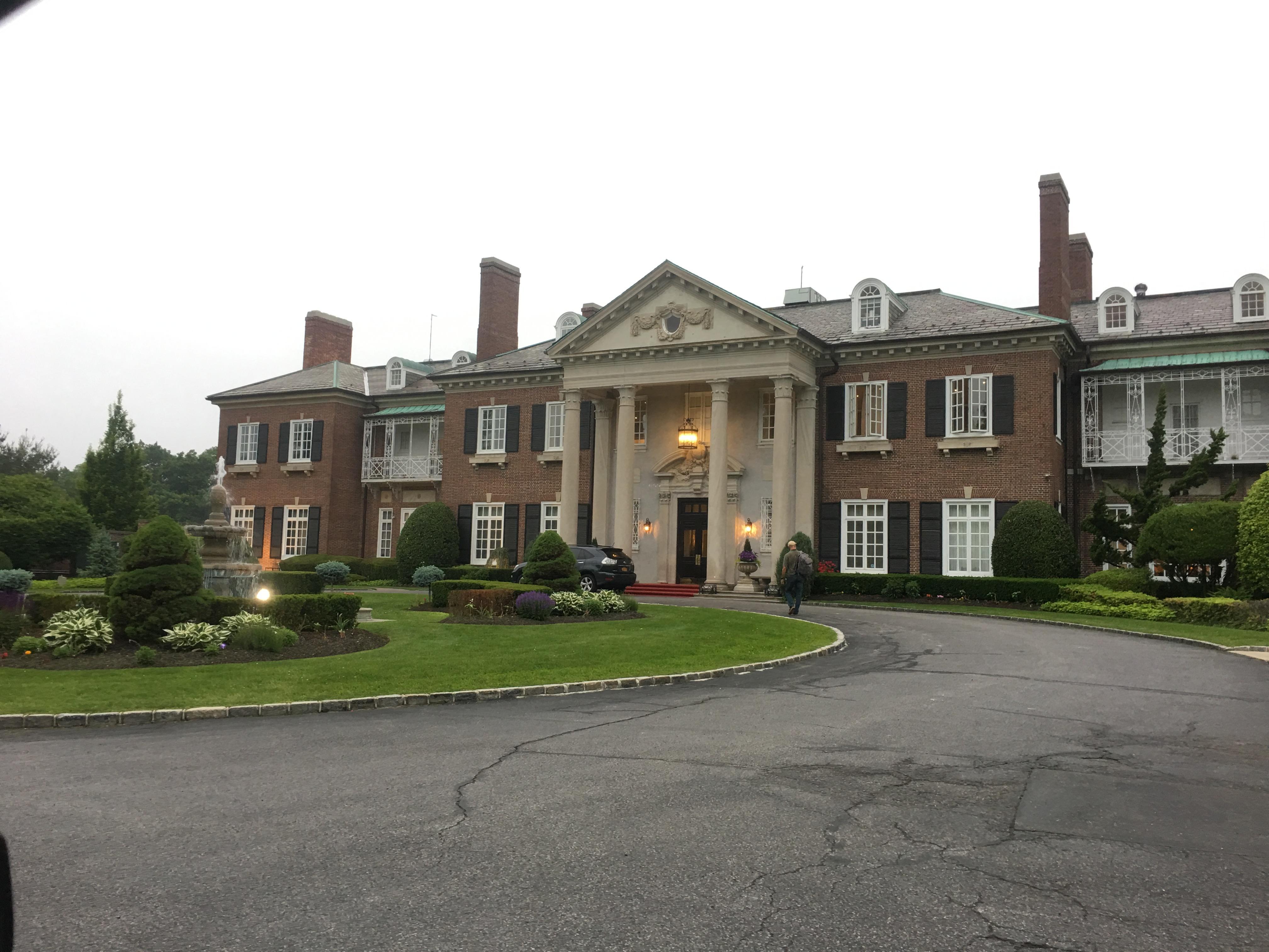 Historic home/ hotel on Dosoris Lane