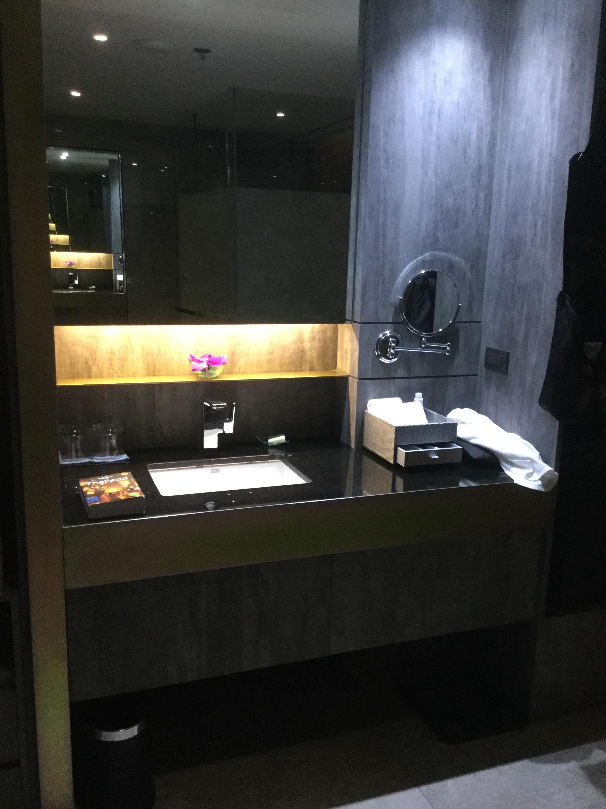 Nice bathroom (real orchid)